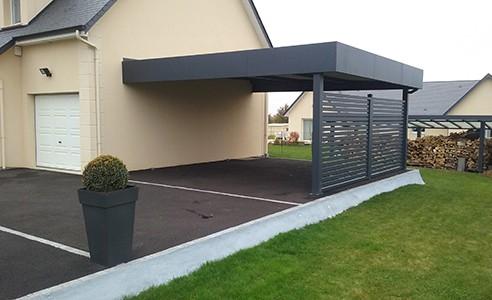 carport gris adosse maison